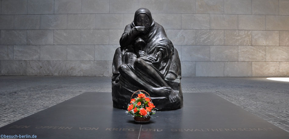 "Bild: Skulptur Mutter mit totem Sohn von Käthe Kollwitz Neue Wache, Neue Wache (New Guard House) showing the Käthe Kollwitz sculpture ""Mother with her Dead Son"""